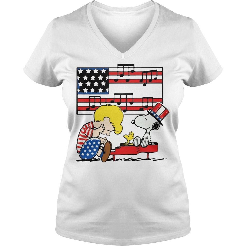 Schroeder Playing Piano Woodstock And Snoopy 4th Of July V-neck T-shirt
